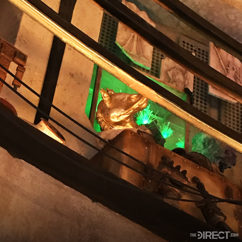 Golden Statue at Jar Jar Binks at Galaxy's Edge